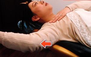 耳たぶ回しで肩こり・首こり解消させる方法